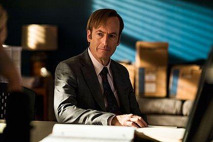 """Ator Bob Odenkirk desmaia no set de """"Better Call Saul"""" e é hospitalizado"""