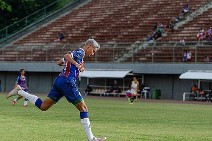 Gadu marcou três gols na partida