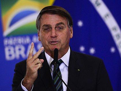 Bolsonaro diz que auxílio emergencial deve voltar a ser pago em março