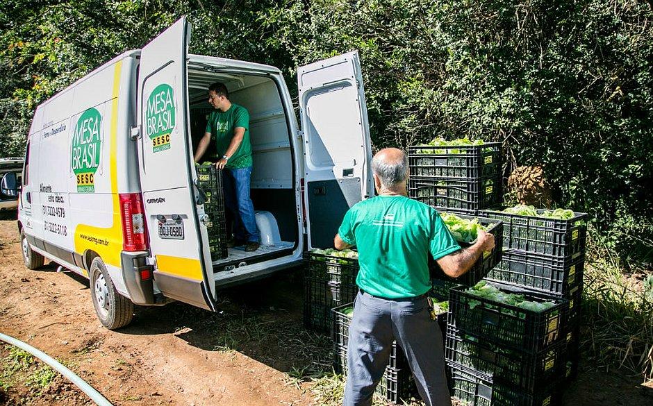 Criado pelo Sesc, o Mesa Brasil é um banco de alimentos que auxilia instituições sociais no país, distribuindo alimentos que não serão mais comercializados