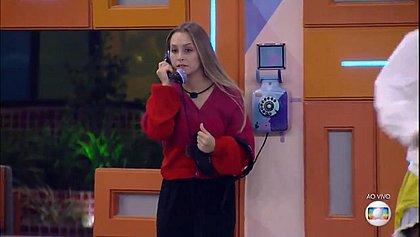 BBB21: Carla Diaz atende Big Fone e indica três ao paredão