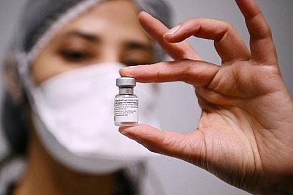 EUA concede registro definitivo à vacina da Pfizer contra covid-19