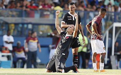 Galhardo entra e garante vitória do Vasco na estreia do Carioca