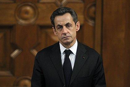 Sarkozy denuncia calúnias e manipulações do grupo de Kaddafi
