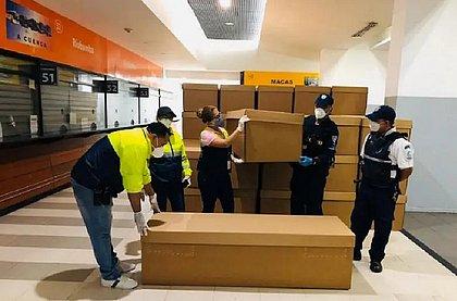 Caixões de papelão vão substituir os de madeira em Guayaquil