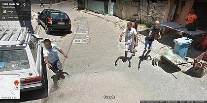 Google mostra homens armados perseguindo carro do Street View em Salvador