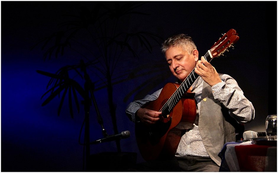 O violonista Mario Ulloa faz show de lançamento do CD Luar pro João