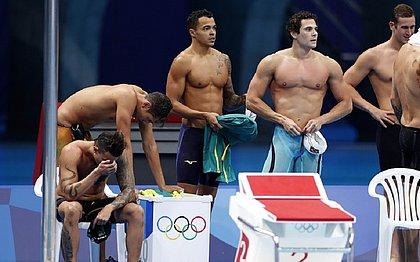 Tristeza da equipe brasileira após disputar a final do revezamento 4x100 metros livre nos Jogos de Tóquio