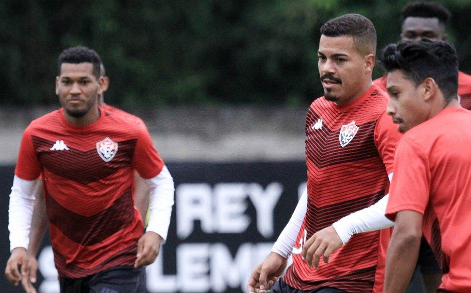 Carleto (à direita) tem treinado normalmente na Toca do Leão