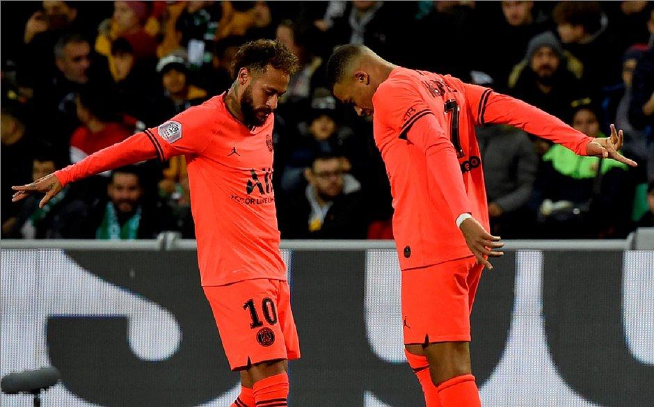 Neymar erra pênalti, mas PSG goleia Saint-Étienne fora por 4x0