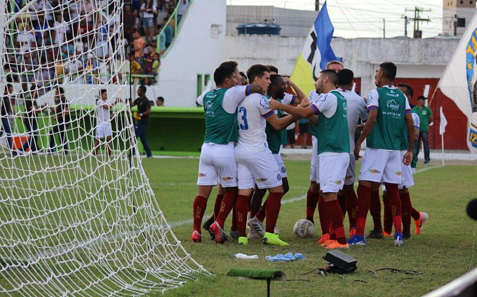 Bahia fechou o placar em belo gol marcado por Régis