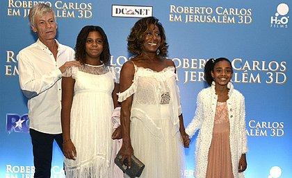 Eric Auguin, Glória e as filhas da jornalista: Laura e Maria na estreia do filme de Roberto Carlos no Rio