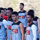 Léo Ceará, Fabrício e Erick - segundo, terceiro e quarto da esquerda para a direita - são alguns dos jogadores que já deixaram o Vitória