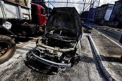 Carro fica destruído após pegar fogo no Saboeiro: 'Percebi pintura borbulhando'