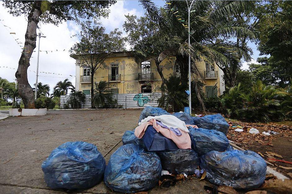 Cinco anos após incêndio, casarão onde viveu Castro Alves se tornou morada do descaso