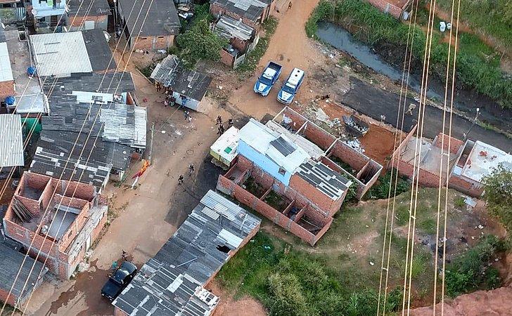 Bandidos atiram contra helicóptero da PM na Engomadeira; suspeito morre