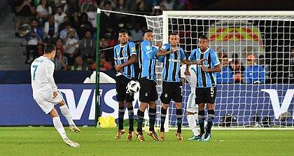 Cristiano Ronaldo cobrou falta forte e marcou o único gol da partida