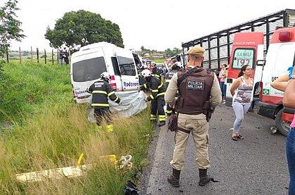 Oito pessoas morrem em acidente na estrada perto de Feira de Santana