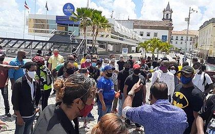 Um ano parados: profissionais do entretenimento protestam em Salvador