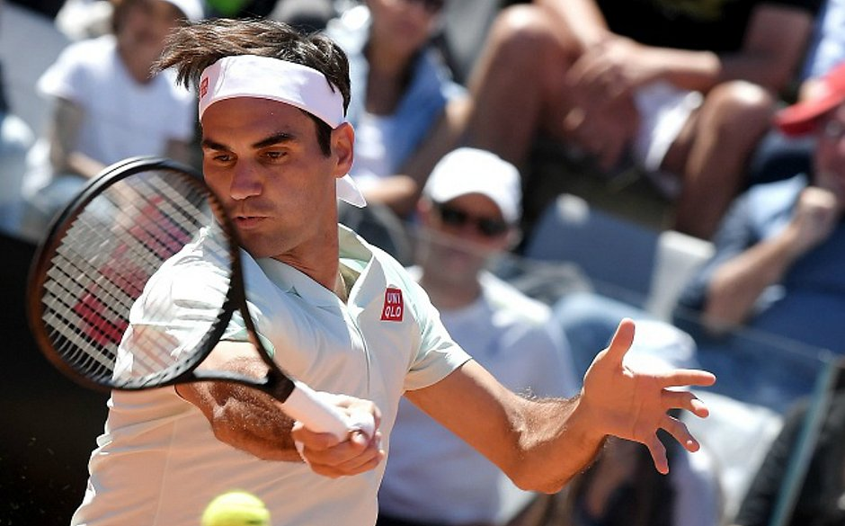 Roger Federer vence na estreia em Roma
