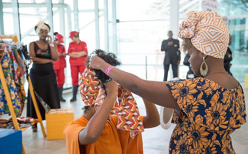 Turbantes também marcaram presença na loja colaborativa do Afro Fashion Day, que contou com 14 marcas