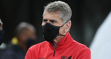 Com covid-19, técnico Paulo Autuori está afastado do comando do Athletico-PR