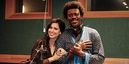 Podcast gratuito com Seu Jorge e Mel Lisboa tem suspense e viagem no tempo