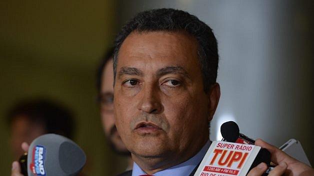 Governador rebate Bolsonaro e fala em 'amizade' entre miliciano e Presidência