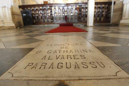 Restos mortais de Catharina Paraguassu, índia que casou com português conhecido como Caramuru,  estão guardados na igreja da Graça