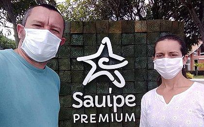 O casal mineiro Renato Luiz e Glória de Mello fugiu para o resort em Costa do Sauípe