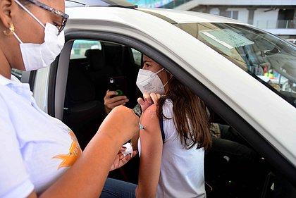 Salvador suspende vacinação de adolescentes de 12 a 17 anos sem comorbidades