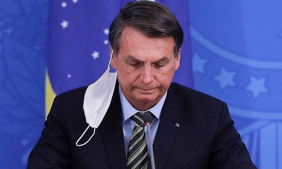 Bolsonaro: 'Não é mais barato investir na cura do que na vacina?'