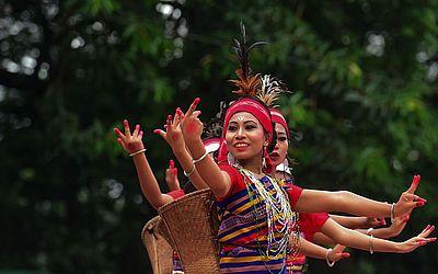 Mulheres indígenas de Bangladesh participam de uma reunião em Dhaka realizada pelas Nações Unidas (UN) para comemorar o dia internacional dos povos indígenas do mundo.