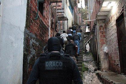 Polícia faz operação contra suspeitos de roubos a bancos em Salvador e RMS