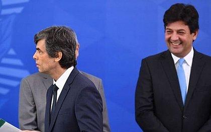 Após saída de Teich, Bolsonaro recebe 'currículos' para Ministério da Saúde
