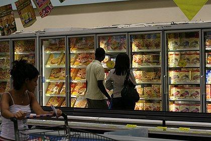 Vendas reais em supermercados crescem 12% em março