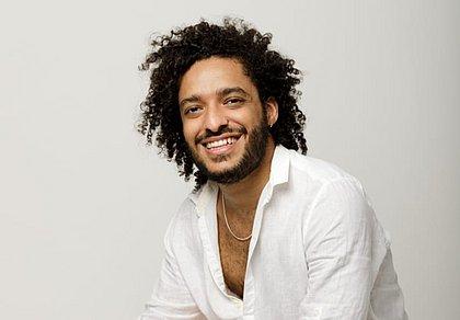 O ator Thiago Almasy participa da live que marca o lançamento do espetáculo