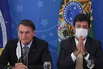 Bolsonaro achava que coronavírus era uma arma química chinesa, diz Mandetta