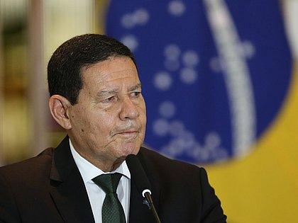 'Iniciativa privada terá muita dificuldade para comprar vacina', diz Mourão