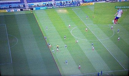 Árbitro de vídeo viu impedimento de Gilberto neste lance e anulou o gol do Bahia