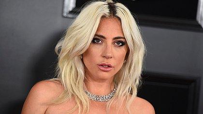 Lady Gaga é flagrada aos beijos com novo affair; veja foto
