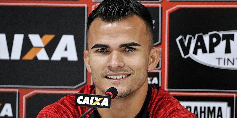 Com três gols, Lucas Fernandes iguala melhor marca da carreira