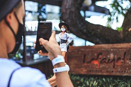 Designer baiano conta como transformou o amor por costura e bonecas num negócio promissor nas redes sociais