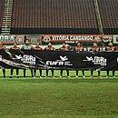 Equipe do Vitória entrou para o jogo contra o Brusque com uma faixa apoiando a campanha