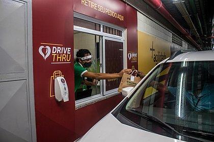 De volta à estaca zero: shoppings correm para viabilizar drive thru após 'lockdown'