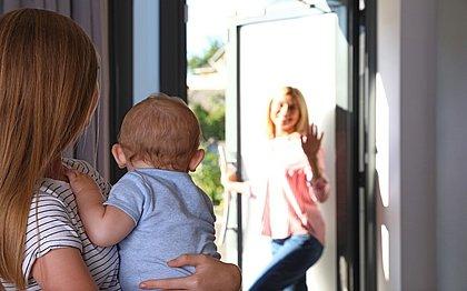 Babá e testemunha: profissionais têm obrigação de denunciar maus tratos a crianças