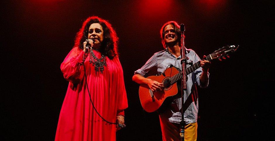 Gal Costa e Rubel em show no qual gravaram Baby