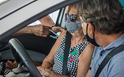 Idosos com 65 anos começarão a ser vacinados na próxima quarta