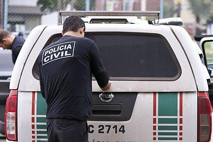 Mãe é presa após deixar bebês sozinhos em casa e um deles morrer, em Goiás