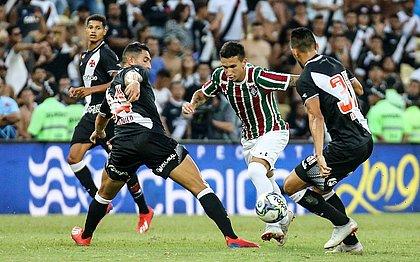 Em clássico tumultuado, Vasco bate Flu e leva Taça Guanabara